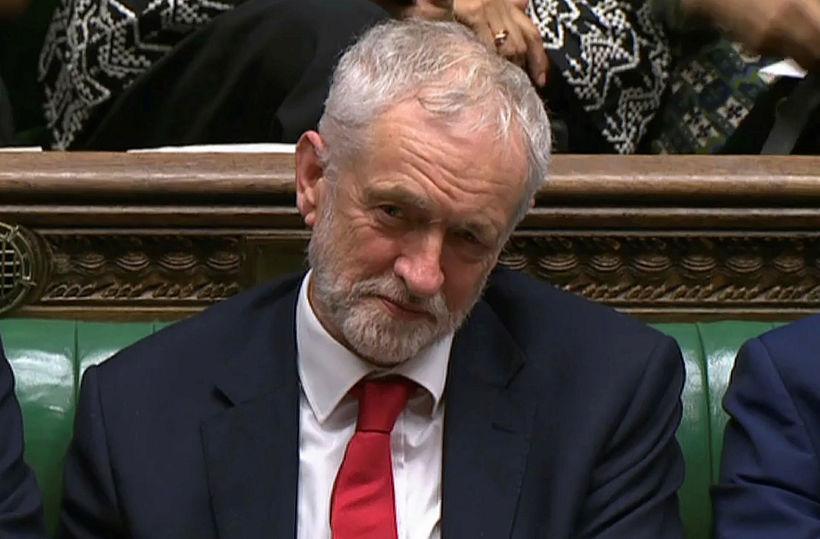 Jeremy Corbyn, leiðtogi Verkamannaflokksins, lagði vantrauststillöguna fram. Hér er hann …
