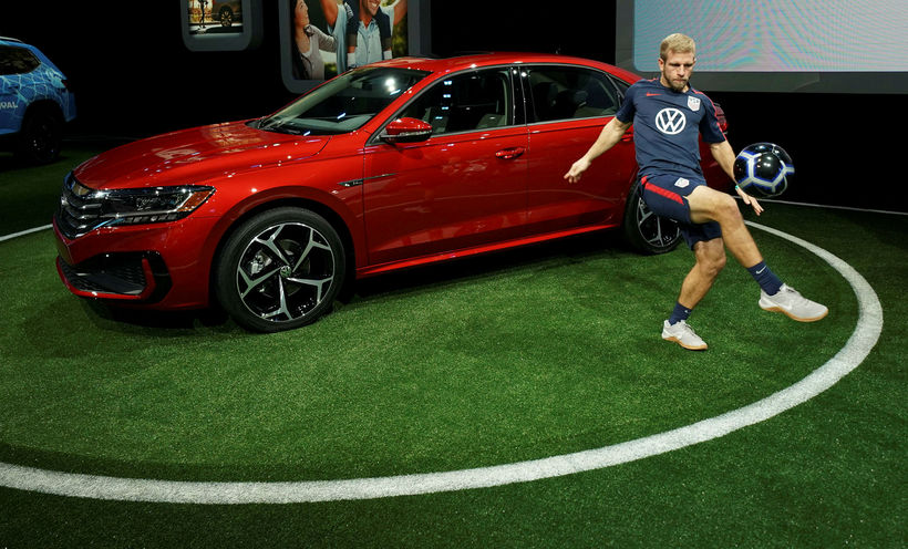 Volkswagen Passat kemur nýr á næsta ári, 2020.
