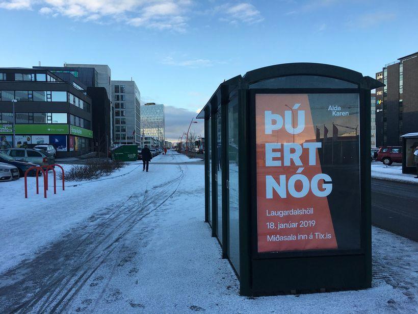 """Skilaboðin """"þú ert nóg"""" hafa verið áberandi í auglýsingaherferð vegna ..."""