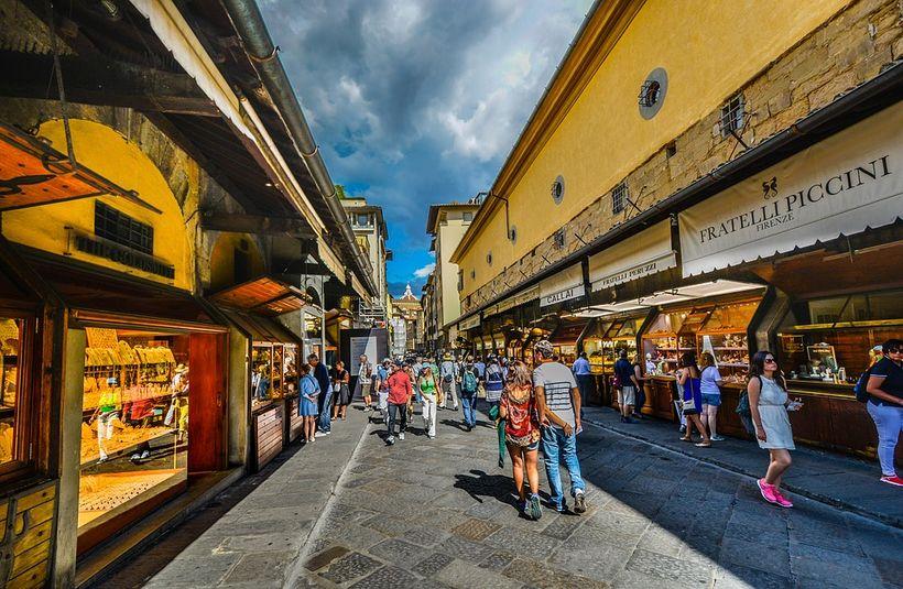 Ponte Vecchio er eitt af fallegu kennileitum borgarinnar.