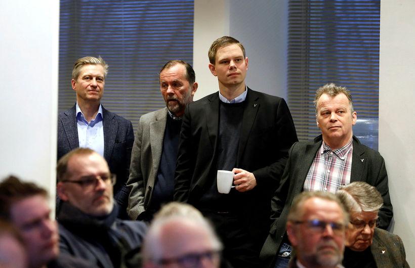 Eyþór Arnalds, Kristján Loftsson og Vilhjálmur Árnason fylgjast með.