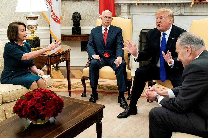 Trump, Mike Pence varaforseti og þingleiðtogar demókrata, Nancy Pelosi og …