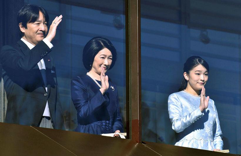 Mako prinsessa ásamt foreldrum sínum, Akshino prinsi og Kiko prinsessu.