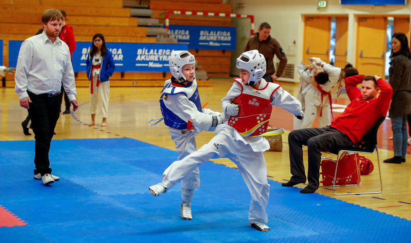 Taekwondo í Víkingsheimilinu.