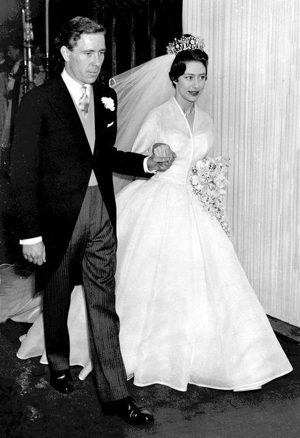 Foreldrar hans, Margrét prinsessa og Antony Armstrong-Jones, á brúðkaupsdaginn sinn.