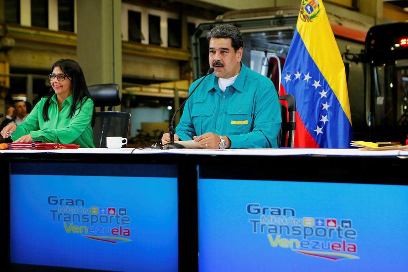 Nicolas Maduro forseti ávarpar þjóð sína í sjónvarpi í gær.