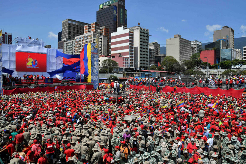 Stuðningsmenn Maduro forseta koma saman á fjöldafundi í Caracas 2. ...