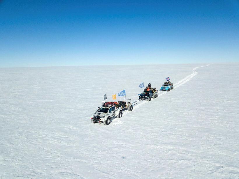Sérútbúnir jeppar frá Arctic Trucks á Suðurskautslandinu.