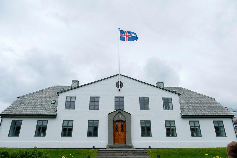 Stjórnarráðið. Sex ráðuneyti höfðu öðlast jafnlaunavottun 1. feb.