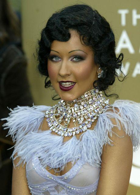 Christina Aguilera var mikið máluð og með örþunnar augabrúnir á ...