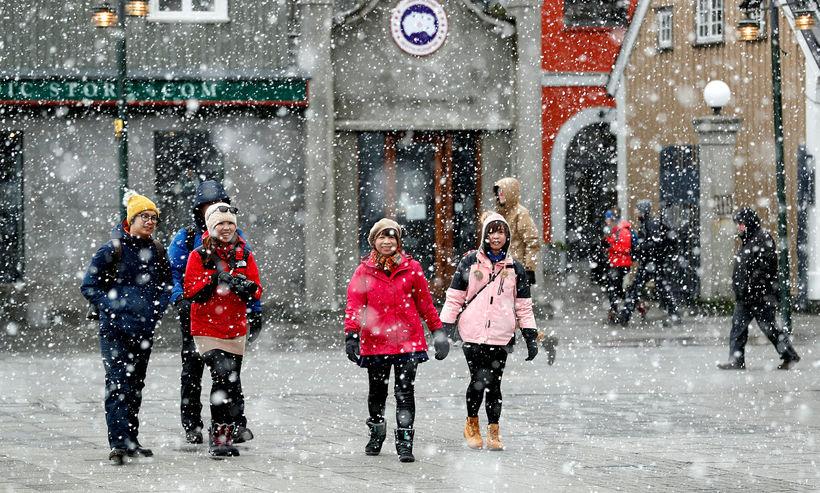 Ferðamenn á ferli í Reykjavík.