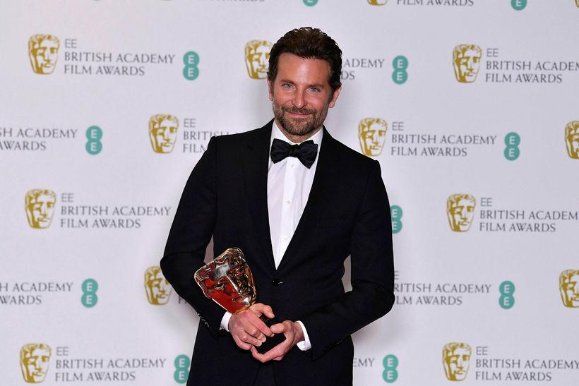 Bradley Cooper tók við verðlaunum fyrir bestu tónlistina sem hann …