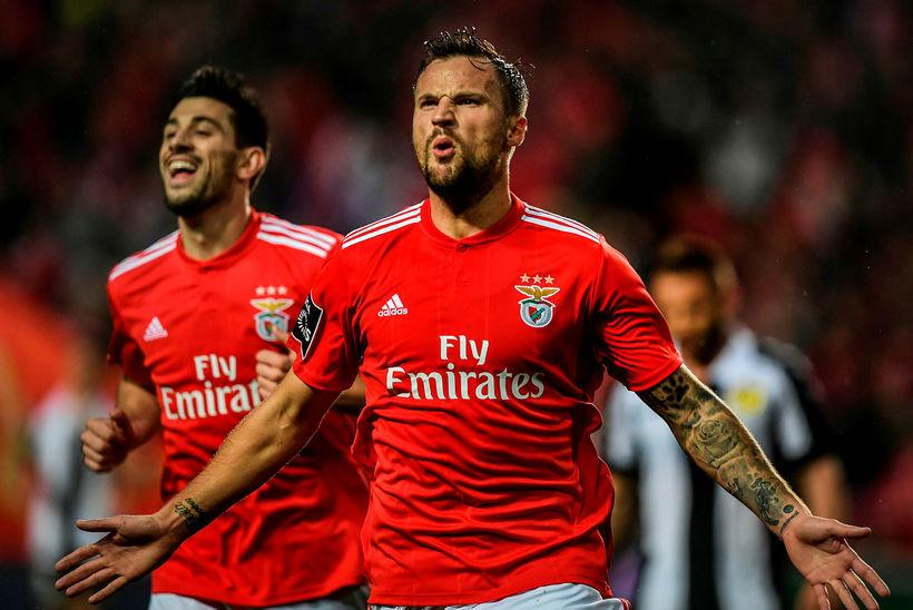 Haris Seferovic fagnar einu af tíu mörkum Benfica í gær.