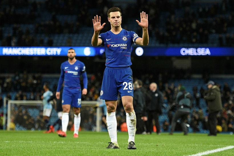Cecar Azpilicueta biður stuðningsmenn Chelsea afsökunar eftir leik.