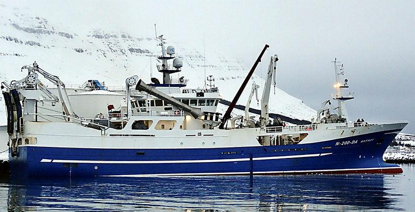 Norska skipið Åkerøy við bryggju í Neskaupstað. Skipið var með ...