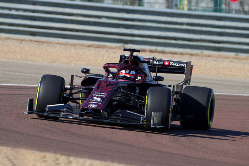 Kimi Räikkönen frumekur Alfa Romeo Sauber í Fiorano í dag. ...