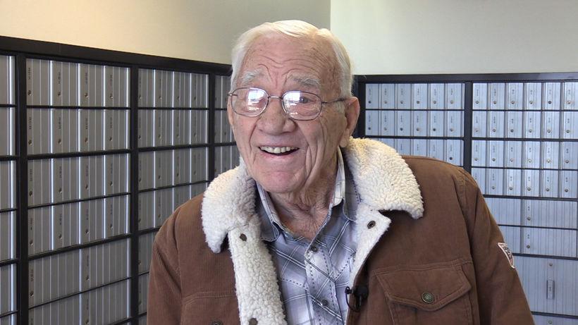 Póstmaðurinn Jack Lund er kominn á eftirlaun, 91 árs, eftir ...