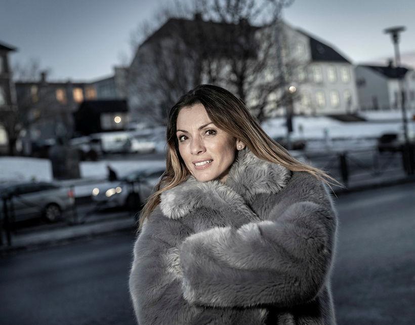 Alexandra Pascalidou lætur ekki þagga niður í sér þrátt fyrir ...