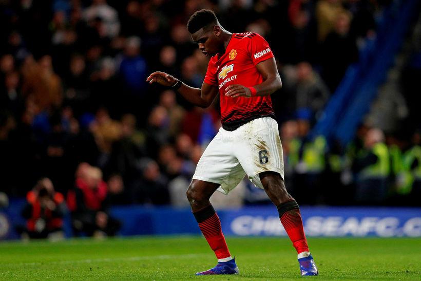 Paul Pogba fagnar marki sínu gegn Chelsea á Stamford Bridge ...