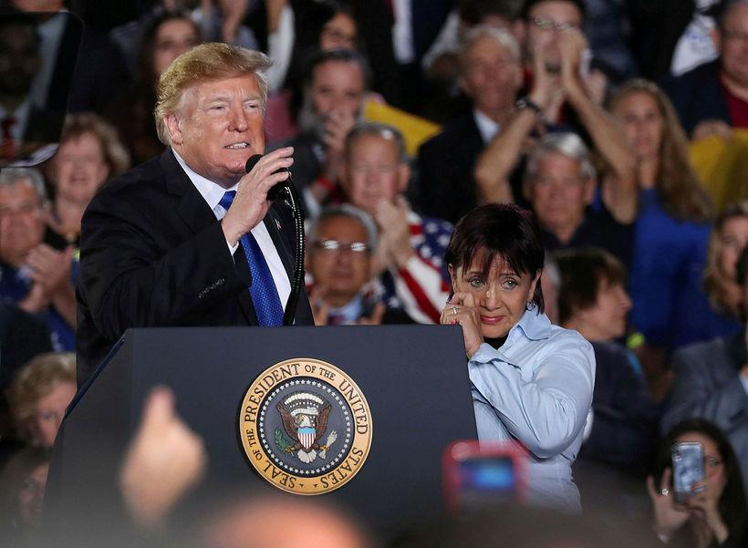 Donald Trump Bandaríkjaforseti á fundi með stuðningsmönnum sínum í Flórída ...