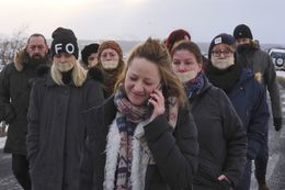 Protestors outside the Hólmsheiði prison today.
