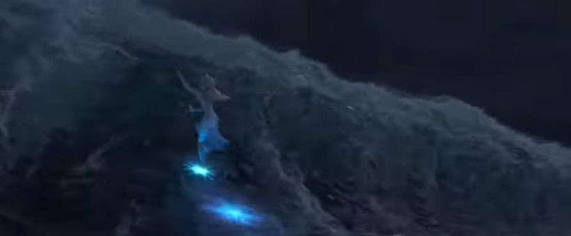 Elsa sést hér klífa ölduna.
