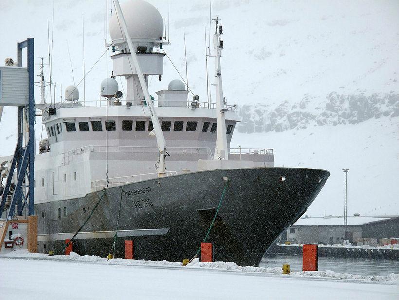 Árni Friðriksson, skip Hafrannsóknastofnunar. Loðnu hefur verið leitað í margar …