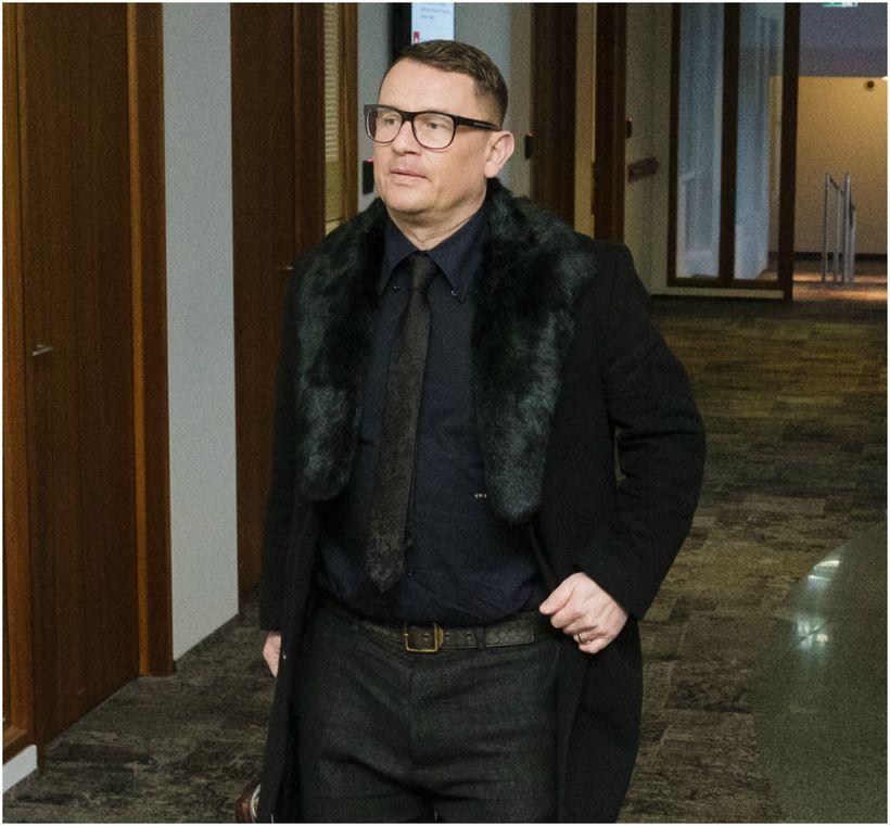 Vilhjálmur H. Vilhjálmsson lögmaður mætti í svörtu í Landsrétt.