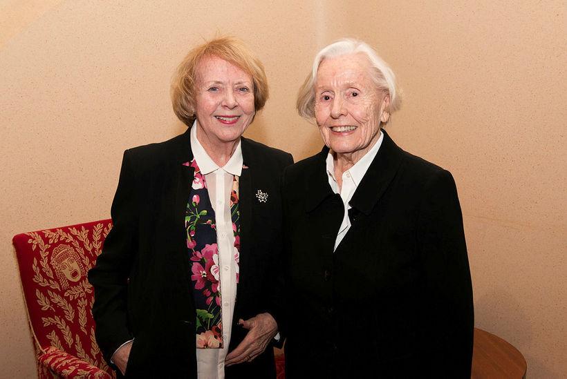 Vigdís Finnbogadóttir og Helga Brynjólfsdóttir Tulinius.