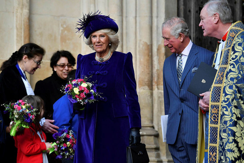 Camilla mætti með manni sínum í fjólubláu með hatt með ...