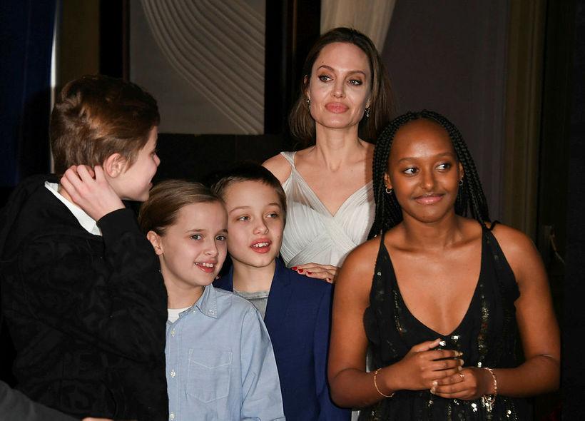 Shiloh, Vivienne, Knox, Angelina Jolie og Zahara.