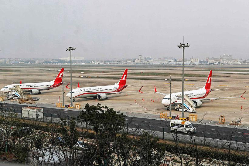 Þrjár Boeing 737 MAX 8-farþegavélar Shanghai Airlines kyrrsettar í Sjanghæ ...