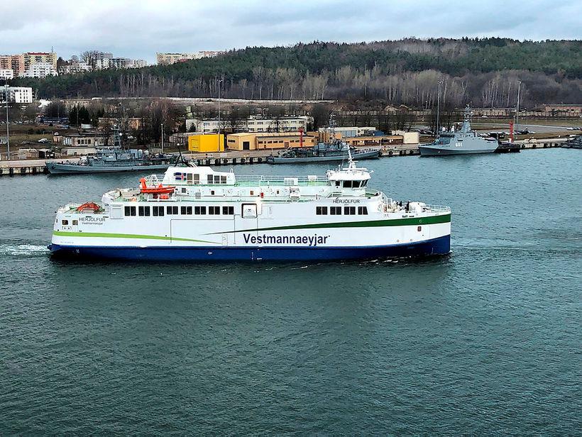 Vestmannaeyjaferjan Herjólfur á siglingu við Gdynia í Póllandi.