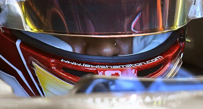 Lewis Hamilton var nefbroddinum á undan Bottas á seinni æfingu ...