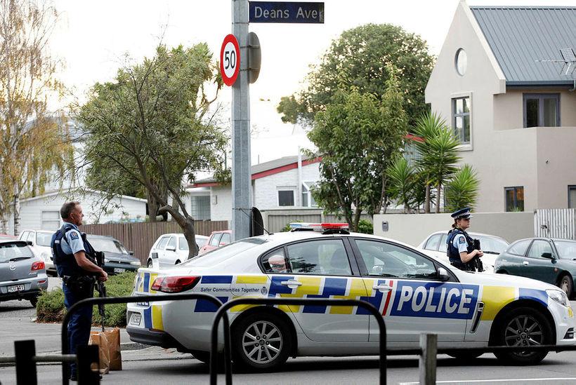 Lögreglan við Masjid al Noor-moskuna í Christchurch.