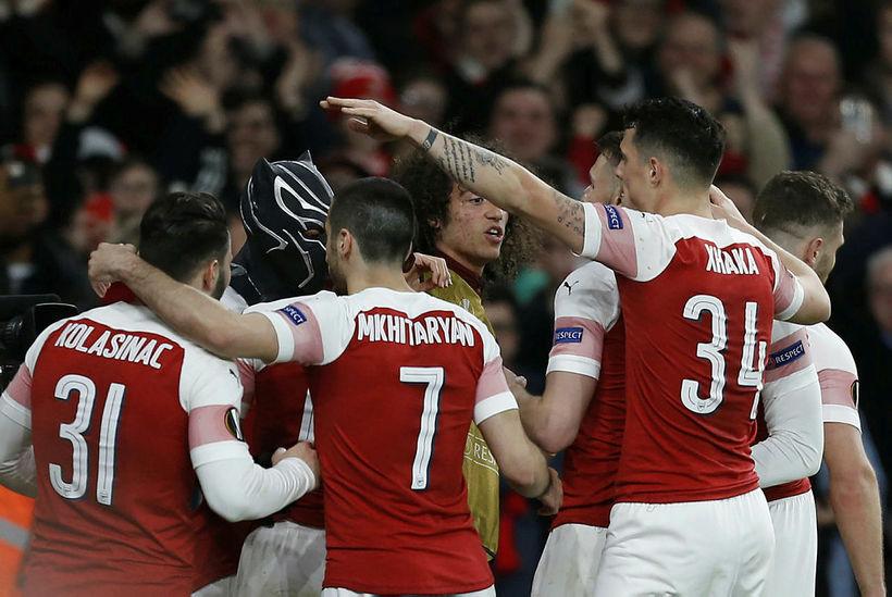 Leikmenn Arsenal fagna marki gegn Rennes í gærkvöld.
