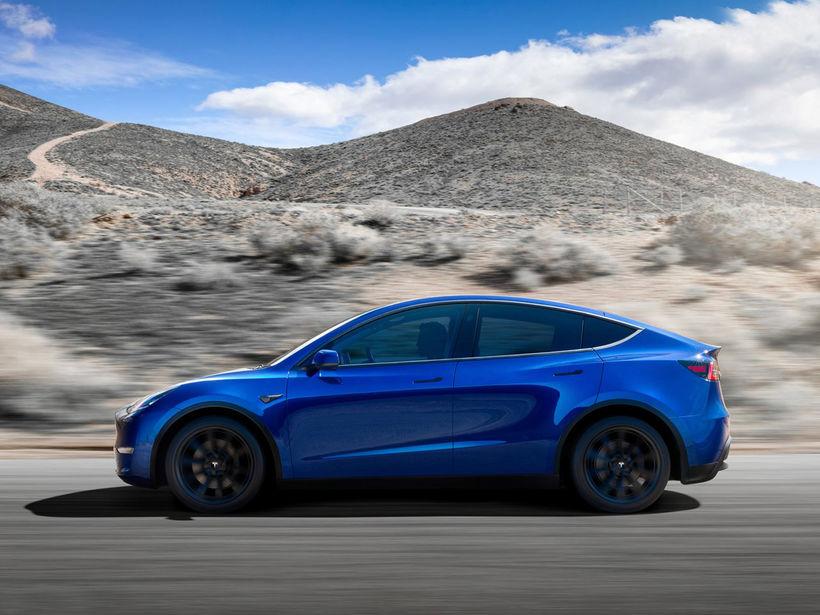 Nýi Tesla jeppinn kemur á götuna 2021.