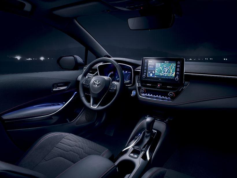 Athafnasvæði ökumanns hins nýja Toyota Corolla.