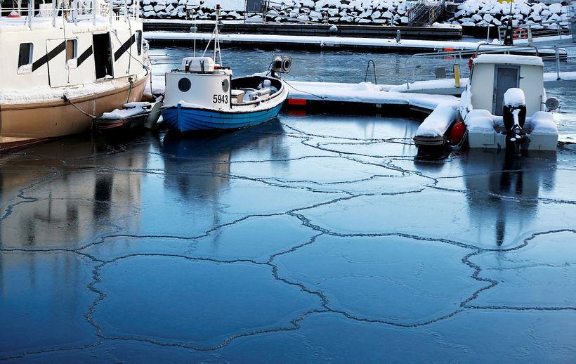 Frost í Reykjavíkurhöfn í janúar.