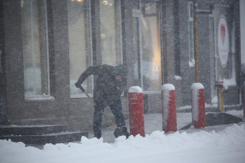 Snjóað hefur mikið á Akureyri í dag.