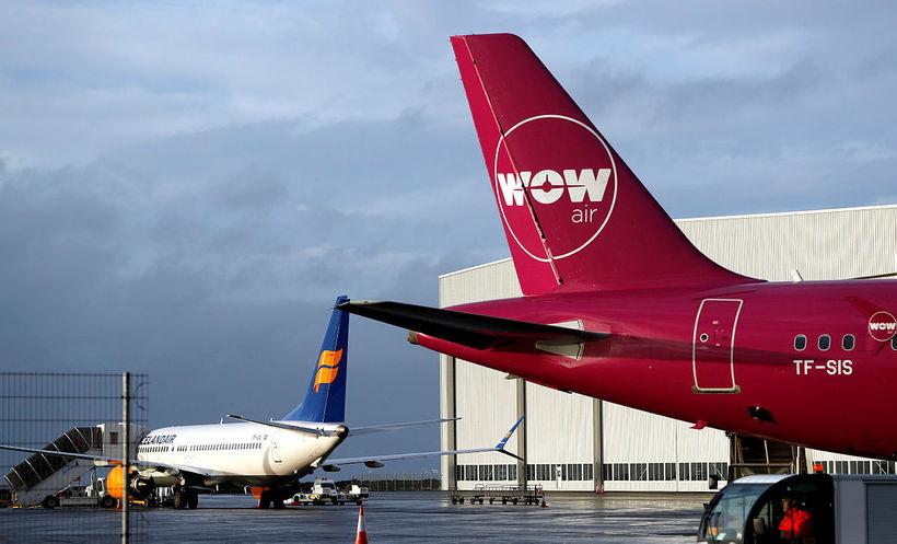 Þotur Icelandair og WOW á Keflavíkurflugvelli.