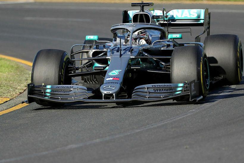 Lewis Hamilton á ferð í Melbourne í morgun.
