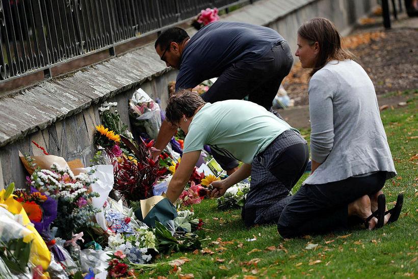 Fjöldi fólks hefur minnst fórnarlambanna í Christchurch.