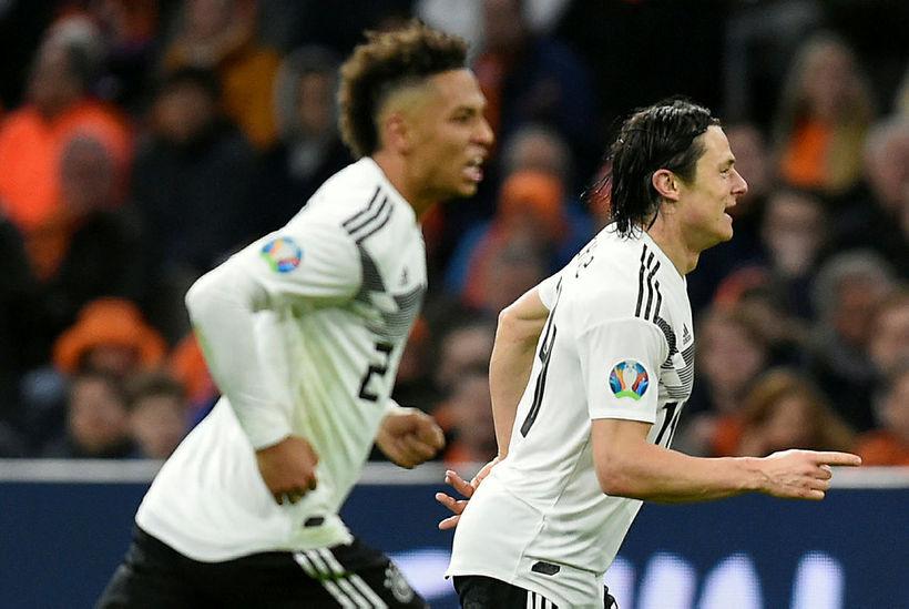 Nico Schulz fagnar sigurmarki sínu gegn Hollandi á Johann Cruijff ...