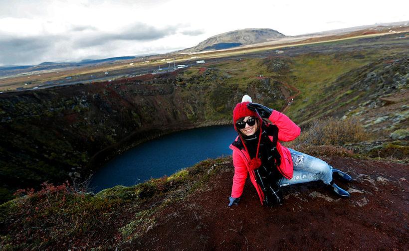 Ferðamaður við Kerið í Grímsnesi.