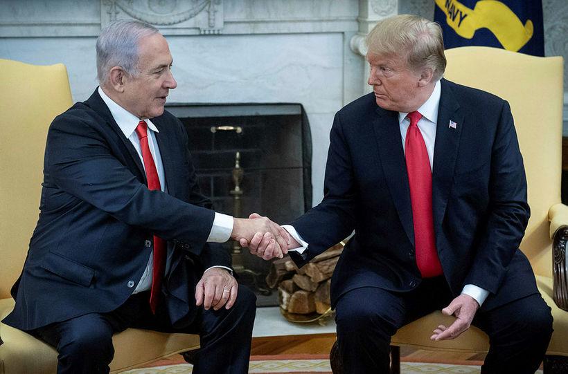 Benjamin Netanyahu, forsætisráðherra Ísraels, og Donald Trump Bandaríkjaforseti á skrifstofu ...