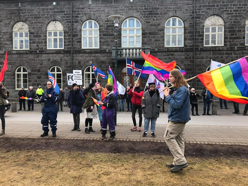 Icelandic racists were completely over shadowed by crowds at Austurvöllur.