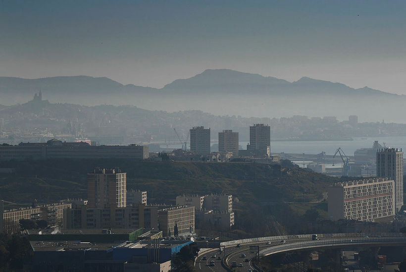 Mengun yfir borginni Marseille í suðurhluta Frakklands.