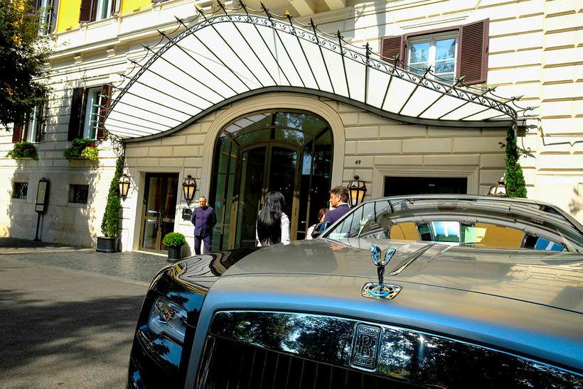 Rolls-Royce fyrir framan Hotel Eden.