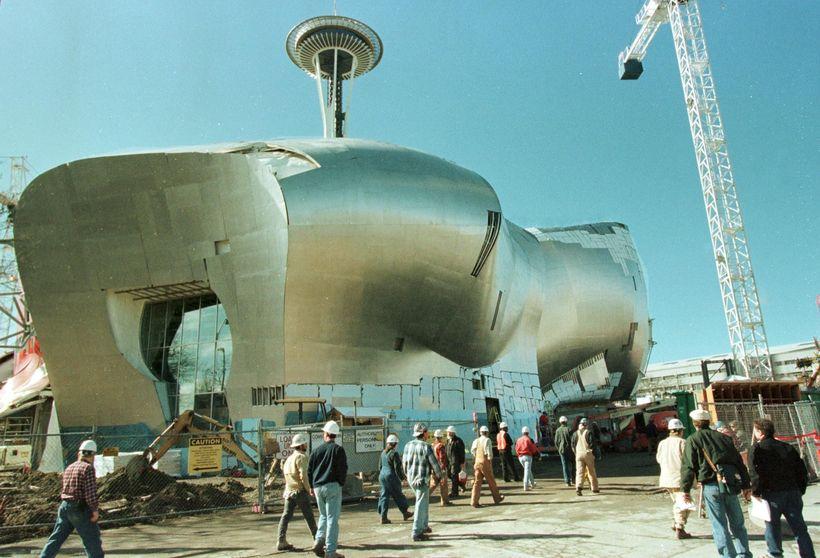 Arkitektinn Frank Gehry á heiðurinn af þessari sérstæðu tónlistarmiðstöð í ...